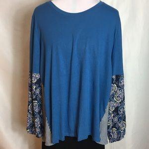 Long sleeved blouse/T-shirt.